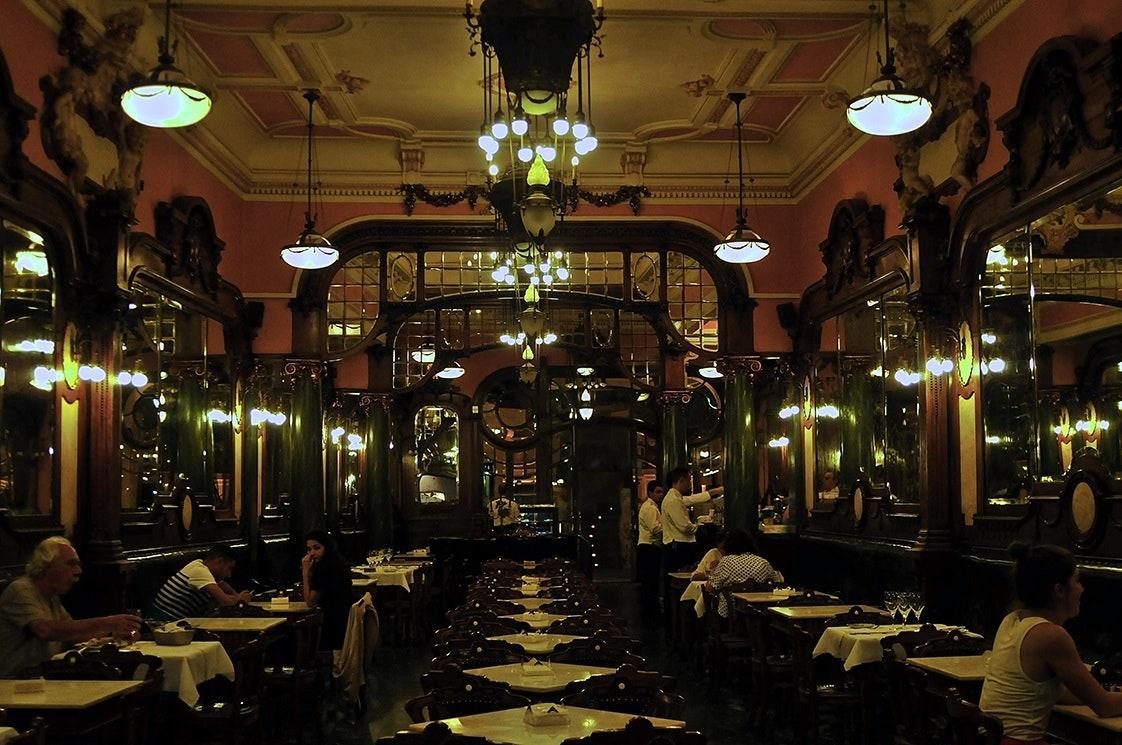 VAVA Majestic Café PORTO VOGUE